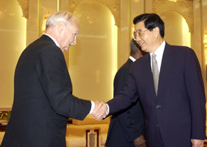 Maurice Strong greets Chinese President Hu Jin Tao